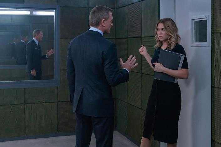 James Bond (Daniel Craig) in discussion with Dr. Madeleine Swann (Léa Seydoux) in NO TIME TO DIE, a DANJAQ and Metro Goldwyn Mayer Pictures film. (Credit: Nicola Dove © 2019 DANJAQ, LLC AND MGM.  ALL RIGHTS RESERVED.)