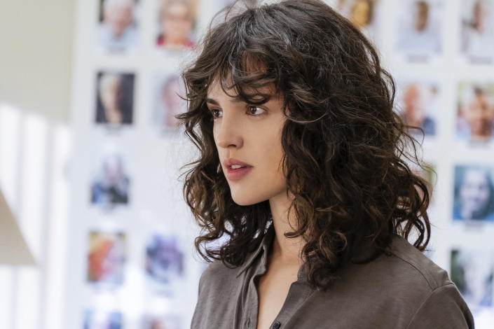 """This image released by Netflix shows Eiza González in a scene from """"I Care A Lot."""" (Seacia Pavao/Netflix via AP)"""