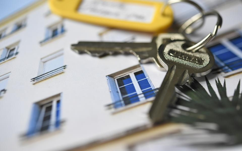 Keys are displayed on property advertisements in an estate agency on December 6, 2017 in Quimper, western France. / AFP PHOTO / FRED TANNEAU        (Photo credit should read FRED TANNEAU/AFP via Getty Images)