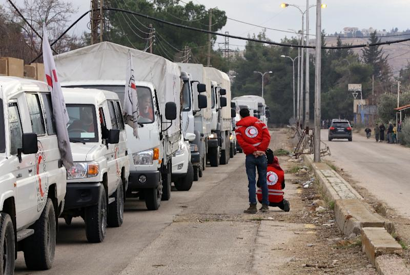 A convoy of aid from the International Committee of the Red Cross waits on the outskirts of the besieged rebel-held Syrian town of Madaya, on January 11, 2016 (AFP Photo/Louai Beshara)