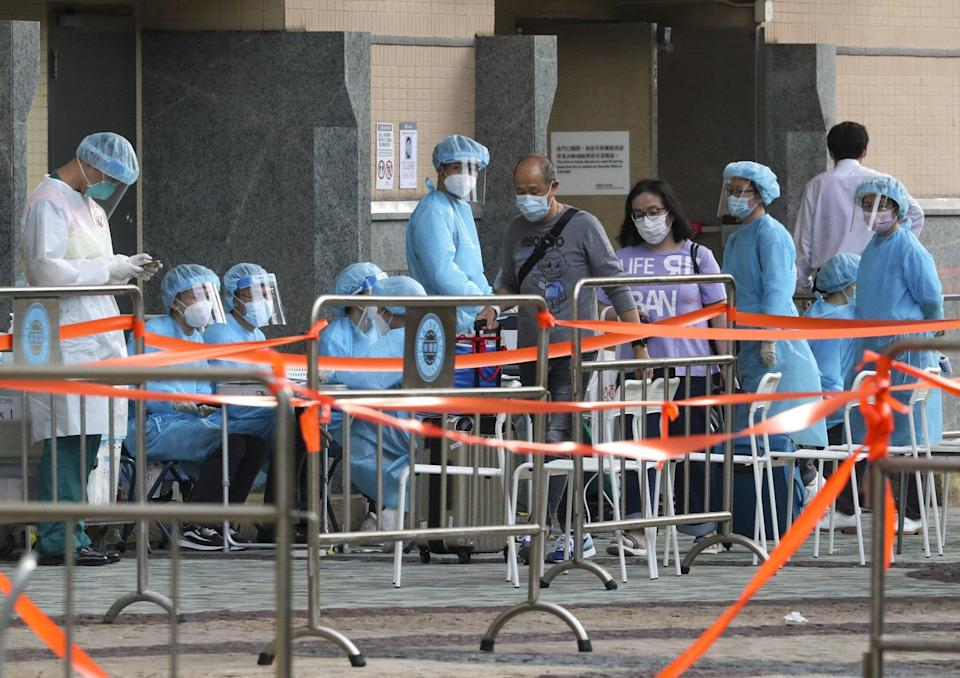 Residents of a Tung Chung residential block were tested for Covid-19 and then qurarantined. Photo: Edmond So