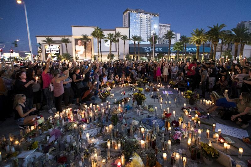 Mourners gather for a vigil to mark one week since the mass shooting at the Route 91 Harvest country music festival, on the corner of Sahara Avenue and Las Vegas Boulevard, in Las Vegas, on October 8, 2017 (AFP Photo/Drew Angerer)