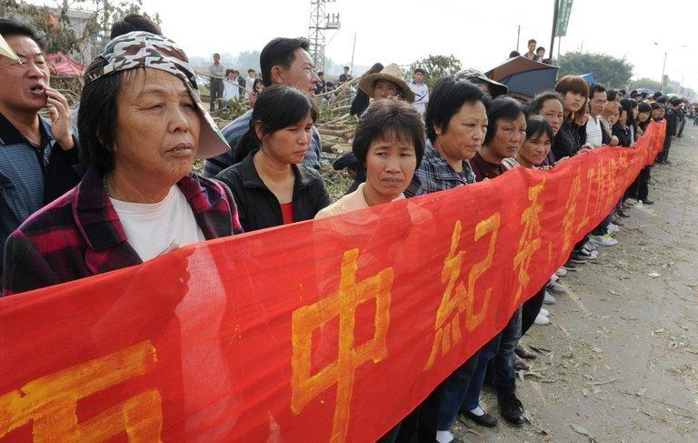 Villagers protest in Wukan in China's Guangdong province on December 21, 2011
