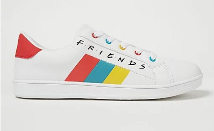 Friends trainer side on