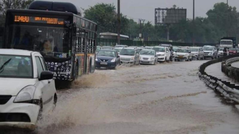 Delhi witnesses heavy rains, traffic snarls reported from several areas