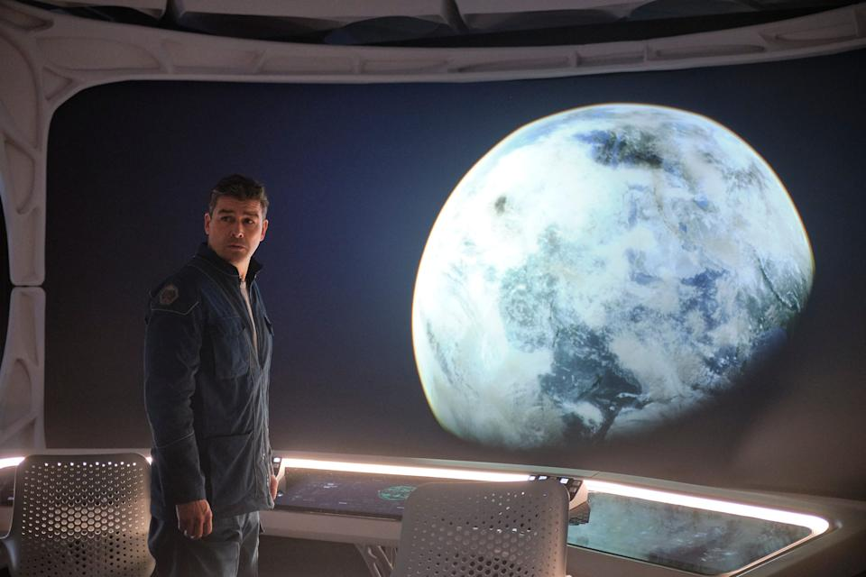 """Mitchell (Kyle Chandler) decides to chance a trip to Earth to find his family amid the apocalypse in """"The Midnight Sky."""""""
