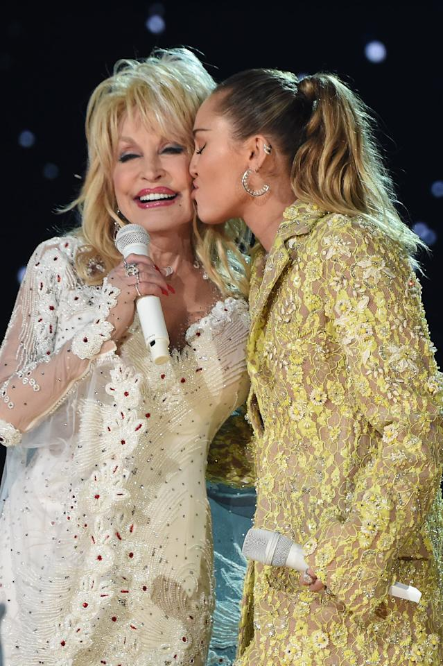 "<p>Pictured: Dolly Parton and <a rel=""nofollow"" title=""Latest photos and news for Miley Cyrus"" href=""https://www.popsugar.com/Miley-Cyrus"">Miley Cyrus</a></p>"