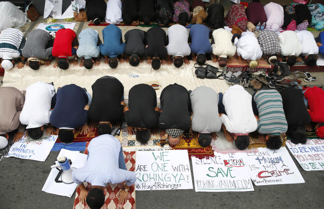 <p>Filipino Muslims pray in front of the Myanmar Embassy as they protest Myanmar's treatment of Rohingya Muslims in Myanmar, Friday, Sept. 8, 2017 in the financial district of Makati city, east of Manila, Philippines. (Photo: Bullit Marquez/AP) </p>