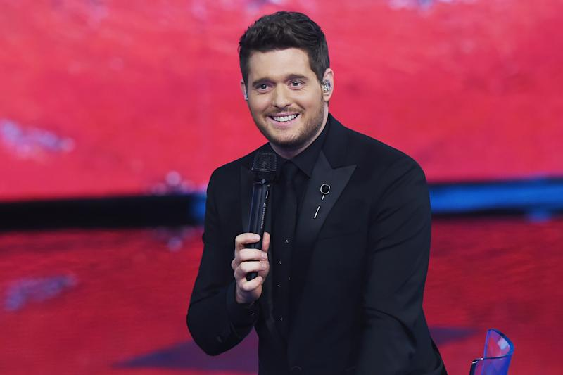 Fan Stuns Crowd With Amazing Singing Voice When Michael Bublé