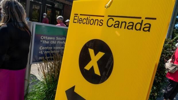 Ottawans line up at an advanced polling station last weekend. (Francis Ferland/CBC - image credit)