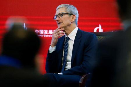 CEO de Apple Tim Cook pide mayor comercio global con China