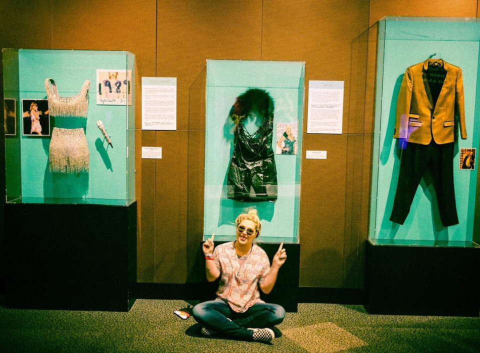"""<p>""""Sandwiched between two of the most talented humans that have come out of the past decade at the Rock & Roll Hall of Fame, and they're both my friends!"""" the """"Praying"""" singer wrote of her outfit that hangs in the museum. """"I have had sing-a-longs with both @brunomars and @taylorswift,"""" she continued. """"So glad to see my garbage bag dress has found a happy home! Honored, stoked and no sleep in this picture. Keeping the garbage chic look alive and well."""" (Photo: <a href=""""https://www.instagram.com/p/Ba5SQFlh2m-/?taken-by=iiswhoiis"""" rel=""""nofollow noopener"""" target=""""_blank"""" data-ylk=""""slk:Kesha via Instagram"""" class=""""link rapid-noclick-resp"""">Kesha via Instagram</a>) </p>"""