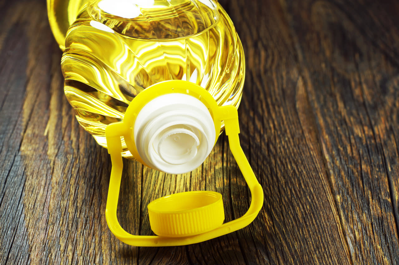 <p>This yellow plant is most commonly found in canola oil.</p>