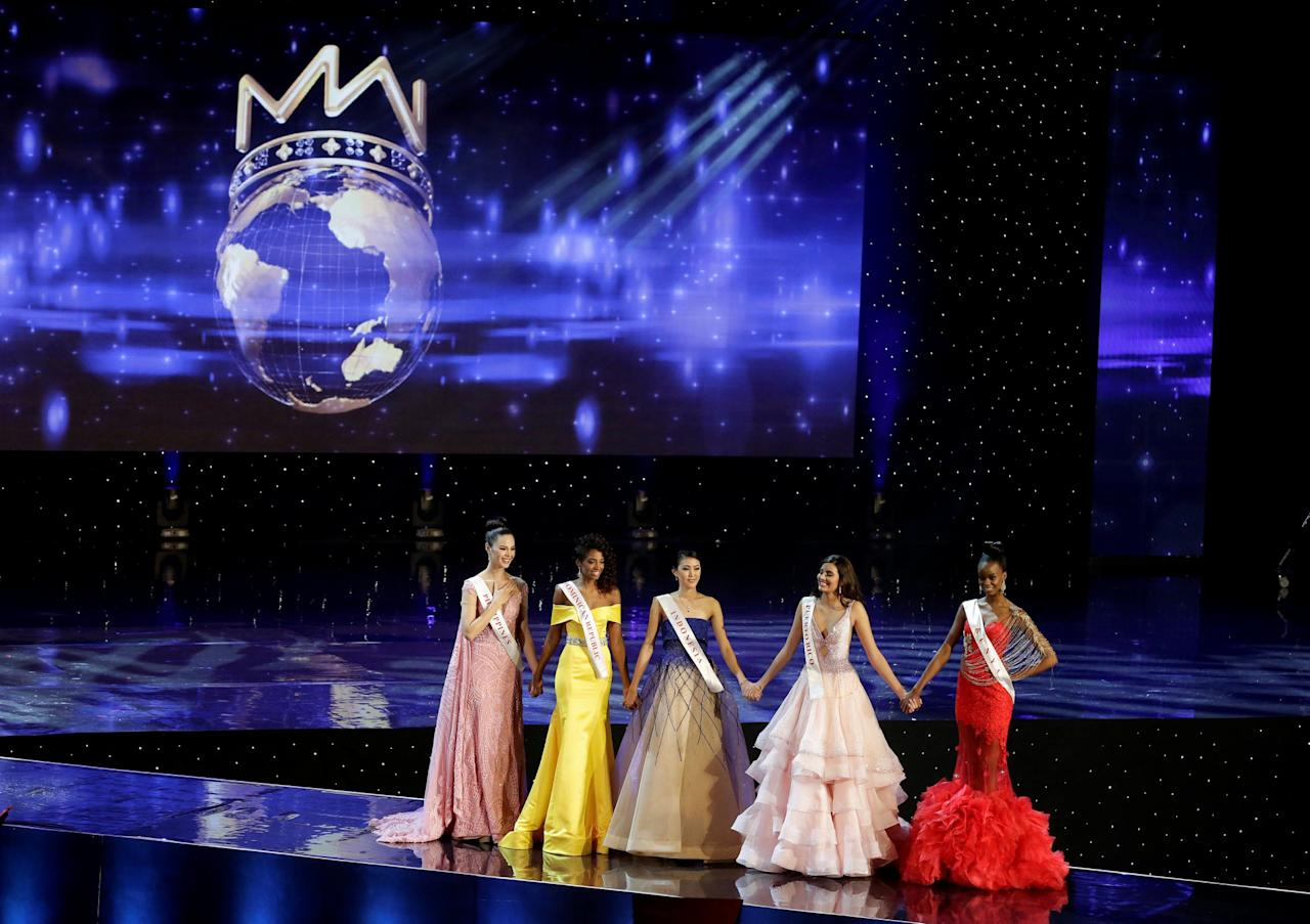 <p>Miss Philippines Catriona Elisa Gray, Miss Dominican Republic Yaritza Miguelina Reyes Ramirez, Miss Indonesia Natasha Mannuela, Miss Puerto Rico Stephanie Del Valle and Miss Kenya Evelyn Njambi Thungu, finalists in the Miss World 2016 competition, stand together in Oxen Hill, Maryland, U.S., December 18, 2016. REUTERS/Joshua Roberts </p>