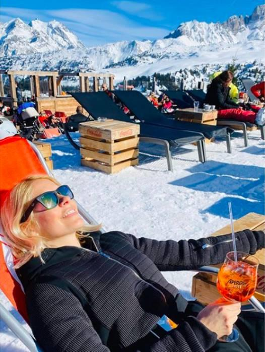 holly-willoughby-ski-holiday-family
