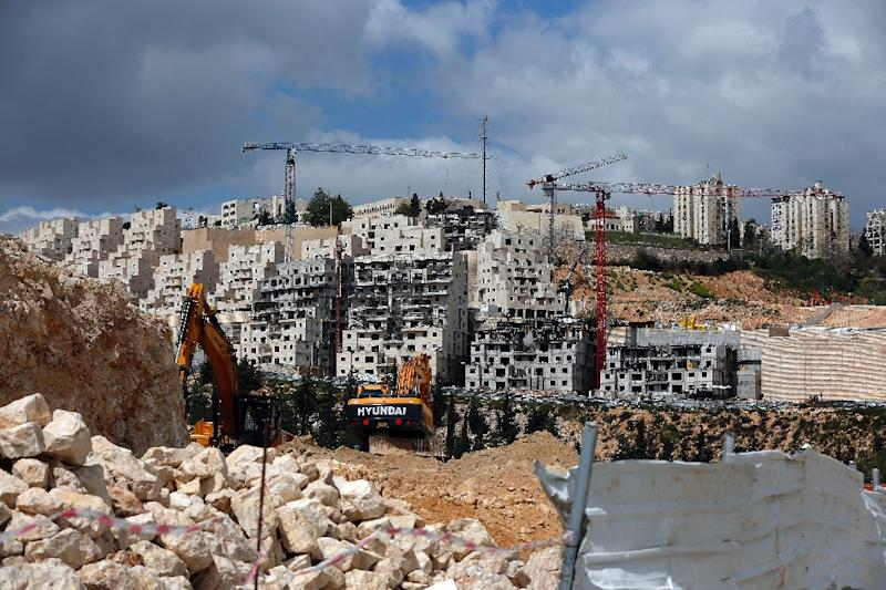 A general view taken on March 29, 2016 shows Israeli construction cranes and excavators at a building site of new housing units in the Jewish settlement of Neve Yaakov (AFP Photo/Ahmad Gharabli)