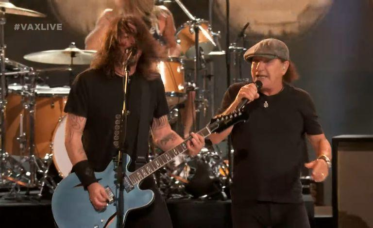 Dave Grohl y Brian Johnson