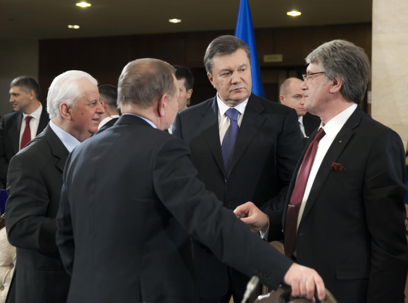 Left to right: Ukraine's ex-president Leonid Kravchuk, ex-president Leonid Kuchma, back to camera, current president Viktor Yanukovych and ex-president Viktor Yushchenko during a round-table meeting in Kiev, Ukraine, Friday, Dec. 13, 2013. Yanukovych proposed an amnesty Friday for all protesters facing criminal charges in the country's wave of massive anti-government demonstrations. (AP Photo/Andrei Mosienko, Pool)