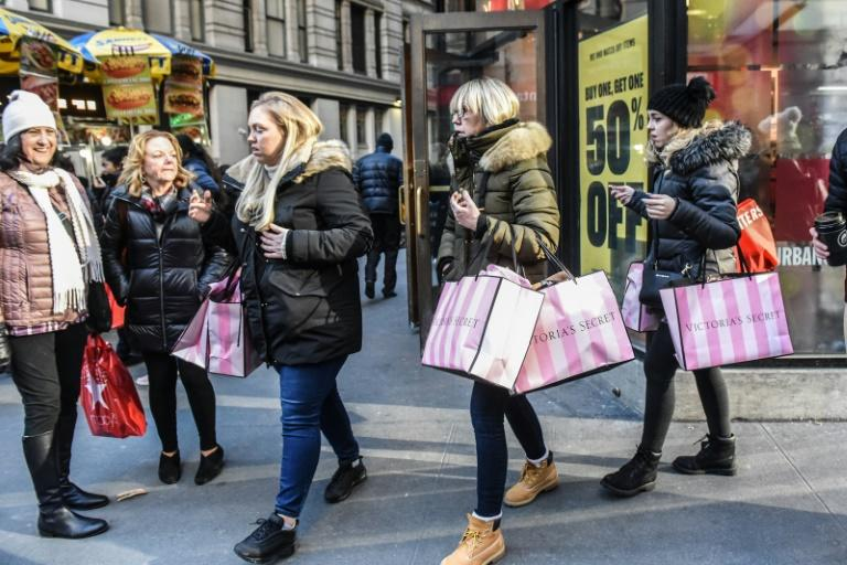 US stocks finished higher Friday after solid consumer data raised hopes for the holiday shopping season