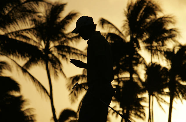 David Hearn of Canada walks off the 10th green after finishing the hole during the first round of the Sony Open golf tournament in Honolulu, Hawaii January 10, 2013. REUTERS/Hugh Gentry (UNITED STATES - Tags: SPORT GOLF)