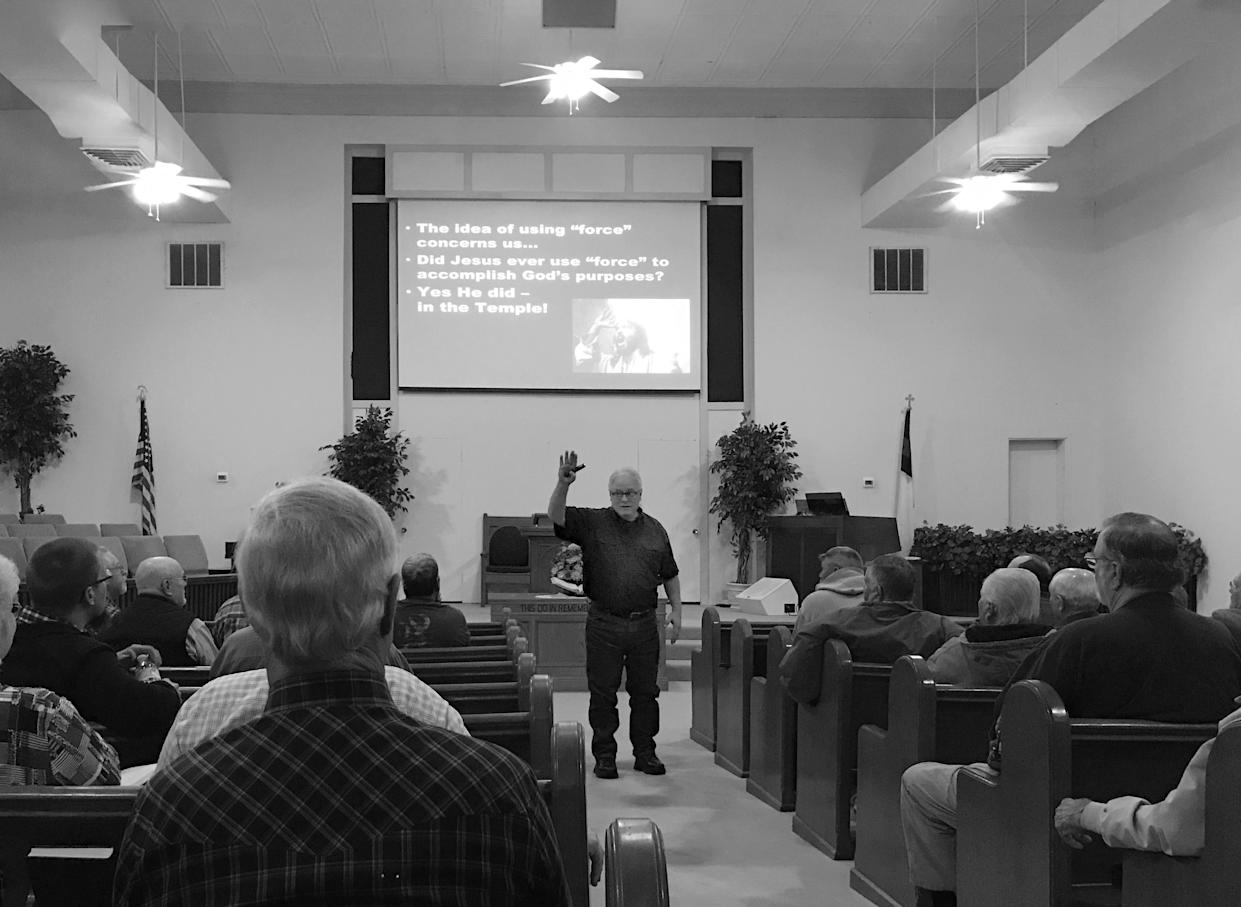 Jimmy Meeks of Sheepdog Seminars delivers a church security seminar at the First Baptist Church in Santa Anna, Texas. (Photo: Holly Bailey/Yahoo News)