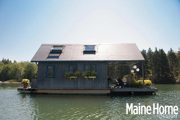 The floating cabin in Maine