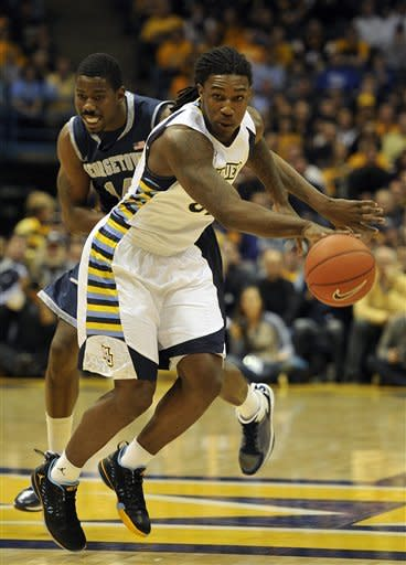 Georgetown 's Henry Sims left, fights for the ball with Marquette 's Jae Crowder during the first half of an NCAA college basketball game Saturday, March 3, 2012, in Milwaukee. (AP Photo/Jim Prisching)