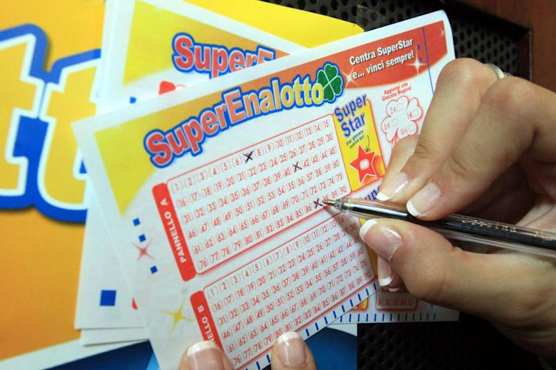 Superenalotto, jackpot schizza a 38,6 milioni