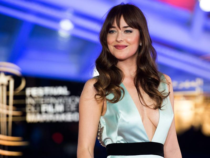 Dakota Johnson Closes Gap Tooth: Fans React - See Hilarious Tweets