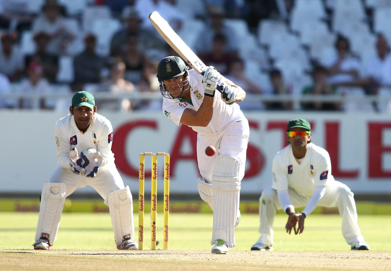 CAPE TOWN, SOUTH AFRICA - FEBRUARY 15: Faf du Plessis of South Africa drives a delivery during day 2 of the 2nd Sunfoil Test match between South Africa and Pakistan at Sahara Park Newlands on February 15, 2013 in Cape Town, South Africa. (Photo by Shaun Roy/Gallo Images/Getty Images)