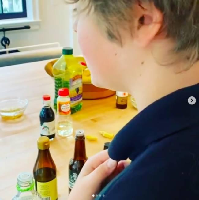 gwyneth-paltrow-son-moses-cooking