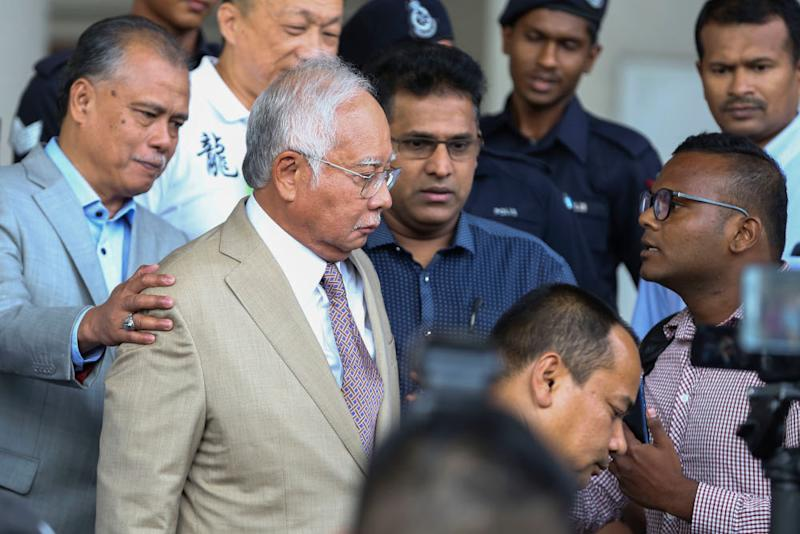 Datuk Seri Najib Razak is confronted by a man as he leaves the Kuala Lumpur High Court Complex April 17, 2019. — Picture by Yusof Mat Isa