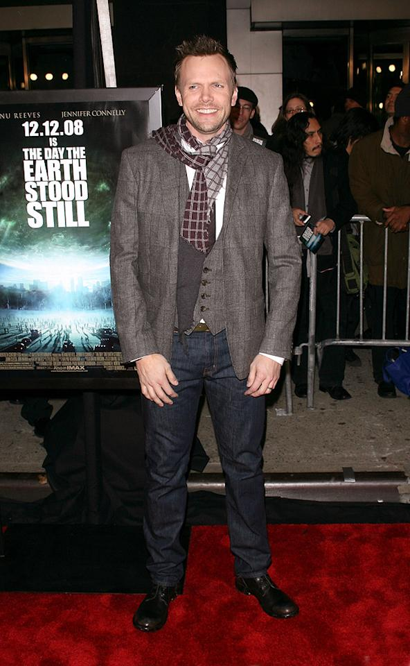 "<a href=""http://movies.yahoo.com/movie/contributor/1807473795"">Joel McHale</a> at the New York premiere of <a href=""http://movies.yahoo.com/movie/1809966785/info"">The Day the Earth Stood Still</a> - 12/09/2008"