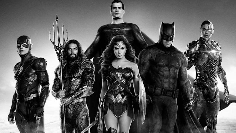 Zack Snyder to shoot new footage for his