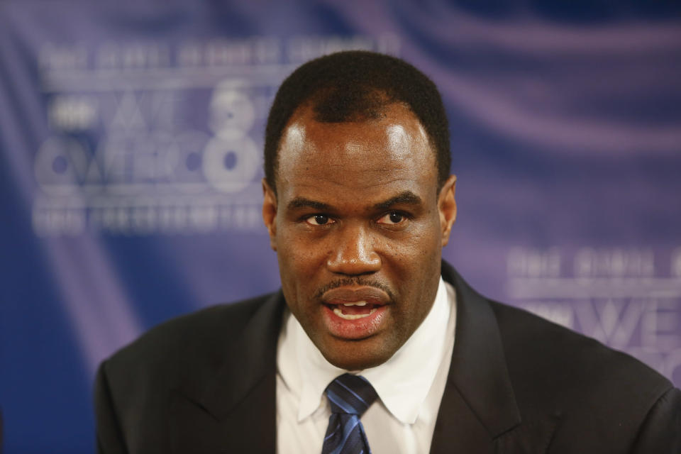 David Robinson's account of his relationship with Kawhi Leonard provides some insight into how the relationship between the Spurs and their star broke down. (AP)