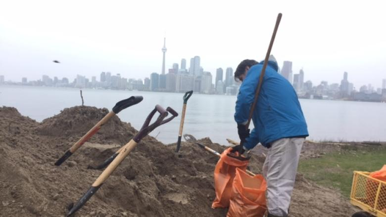 Toronto Islands residents bracing for lake levels to rise up to 25 cm in weeks ahead