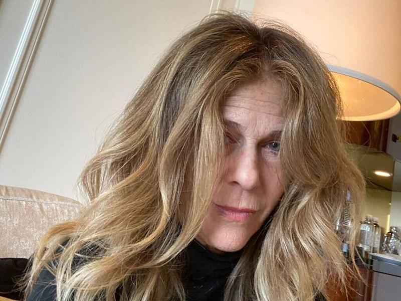 Rita Wilson hits Golden Globes red carpet after glam squad drama