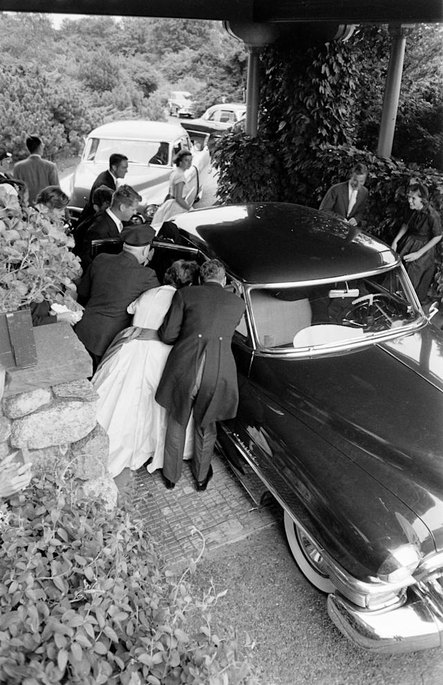Elevated view as well-wishers gather around the car that carried newly wed future US President John F Kennedy and Jacqueline Kennedy to their wedding reception, Newport, Rhode Island, September 12, 1953. (Photo by Lisa Larsen/Time & Life Pictures/Getty Images)