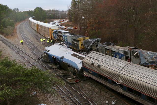 <p>Authorities investigate the scene of a fatal Amtrak train crash in Cayce, South Carolina, Feb. 4, 2018. (Photo: Tim Dominick/The State via AP) </p>