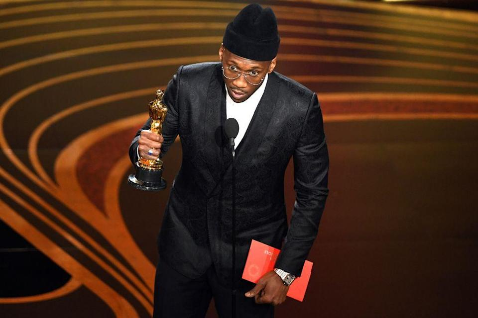 Mahershala Ali accepts the Actor in a Supporting Role