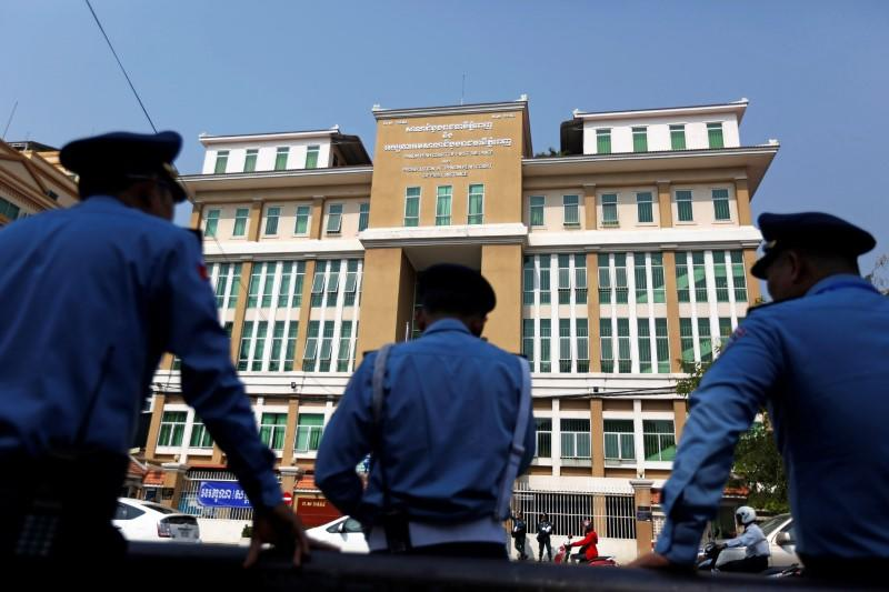 Police officers stand guard at the Municipal Court of Phnom Penh