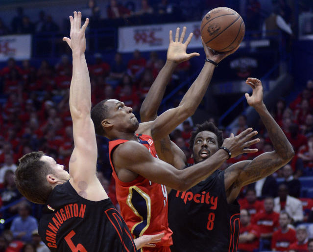 Rajon Rondo goes to the basket during the first half Thursday night. (AP)