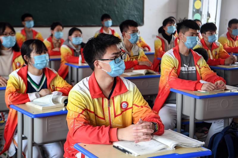 China reports no new daily coronavirus deaths for first time