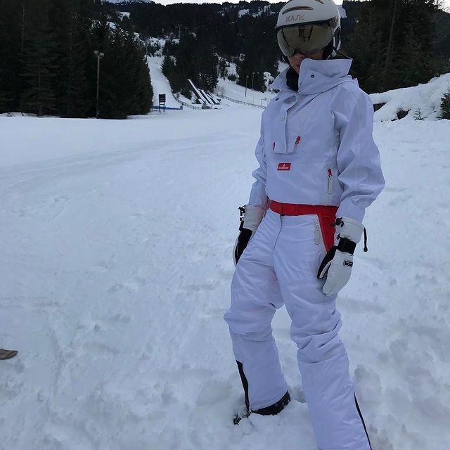 "<p>Escape into the snowy mountain-scape in a chic head-to-toe white outfit that will work whether you are spending the day in powder or just enjoying the brisk weather.</p><p><a href=""https://www.instagram.com/p/BQn5ckbhbHI/?utm_source=ig_embed&utm_medium=loading"" rel=""nofollow noopener"" target=""_blank"" data-ylk=""slk:See the original post on Instagram"" class=""link rapid-noclick-resp"">See the original post on Instagram</a></p>"