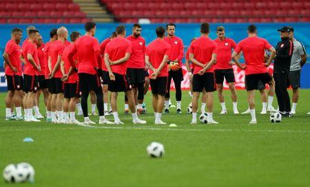 Soccer Football - World Cup - Poland Training - Kazan Arena, Kazan, Russia - June 23, 2018   Poland coach Adam Nawalka instructs players during training   REUTERS/John Sibley