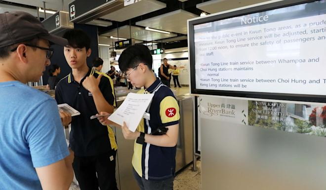 MTR staff at Kwun Tong display notices of service closure. Photo: Dickson Lee