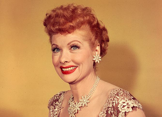 Lucille Ball (1911 - 1989) en 1955 (Photo by Weegee(Arthur Fellig)/International Center of Photography/Getty Images)