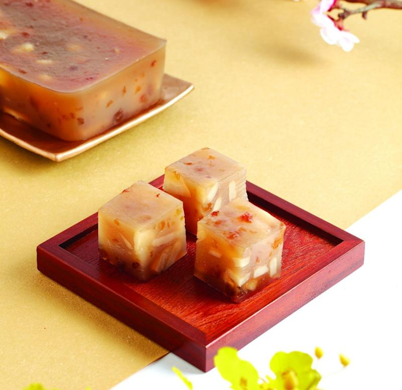 Green Common 龍馬精神馬蹄糕Peach Gum Water Chestnut Cake with Chrysanthemum