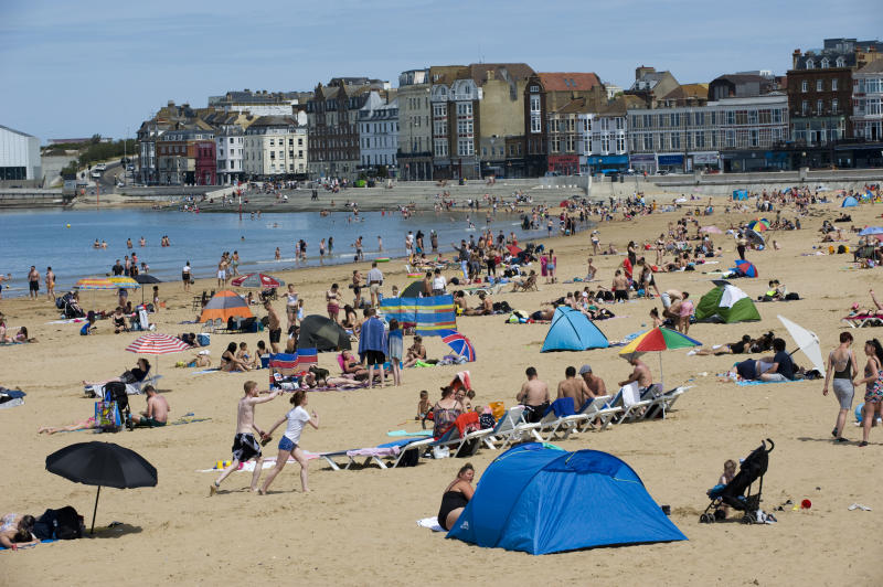 MARGATE, KENT, UNITED KINGDOM - 2020/05/26: People and families on the beach sunbathing, swimming, playing and generally enjoying the fine sunshine in one of England's oldest seaside resorts, pretty much ignoring the UK Government's advice to obey social distancing guidelines so as to prevent the spread of the Covid-19 coronavirus. (Photo by Peter Charlesworth/LightRocket via Getty Images)