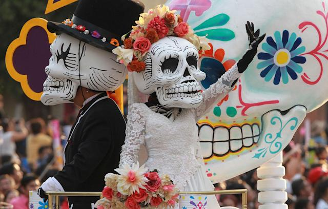 <p>People dressed as skeletons and Mexican popular character Catrina participate in a parade to mark the Day of the Dead in Mexico City, Mexic, Oct. 28, 2017. The Calavera Catrina, or 'Dapper Skeleton', is the most representative image of the Day of the Dead, a indigenous festivity that honours ancestors and occurs from 01 to 02 Nov. 1 to 2. (Photo: Mario Guzman/EPA-EFE/REX/Shutterstock) </p>
